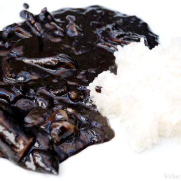 Calamares en su tinta con arroz de guarnición