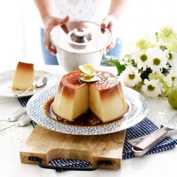 Flan de coco y limón con lima rallada