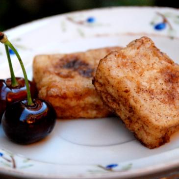 Leche frita con azúcar y canela