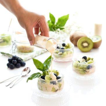 Kiwi con salsa de yogur y vainilla