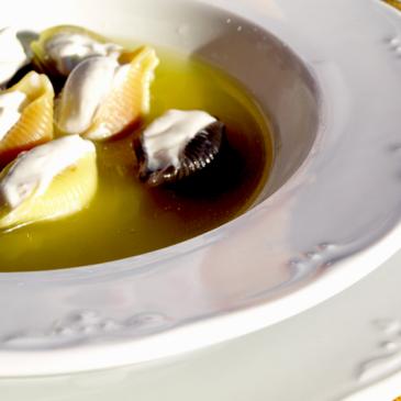 Sopa de Galets rellenos de crema de queso