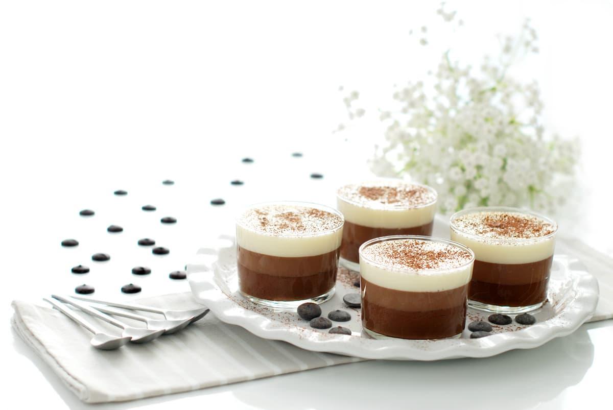 Tarta tres chocolates en vasitos