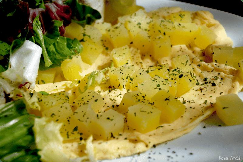 Tortilla francesa con patatas al vapor y ensalada for Ensalada francesa