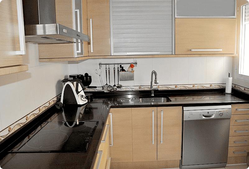 En color roble velocidad cuchara for Cocinas grandes
