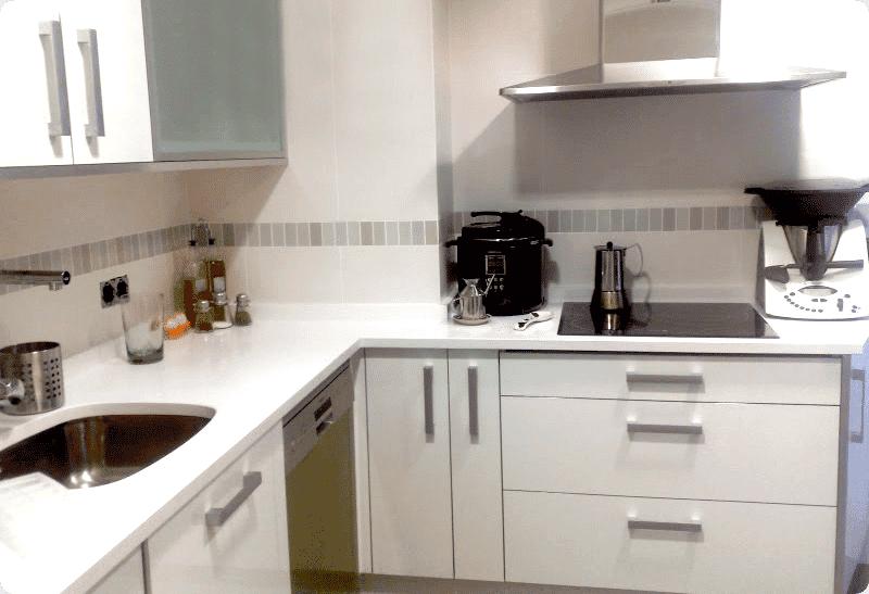 En blanco blanco velocidad cuchara - Encimeras cocinas blancas ...