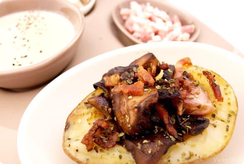 Crema de champiñones y patatas con níscalos y bacon