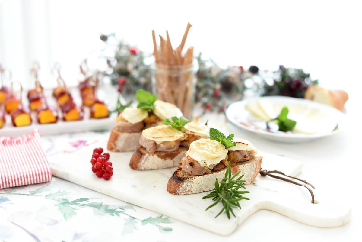 Solomillo con cebolla caramelizada y queso de cabra