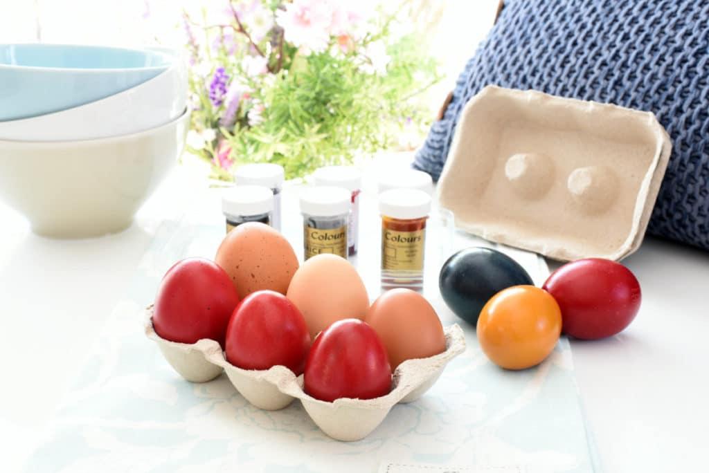 Divertidos Huevos de Pascua de colores