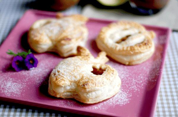 Hojaldres rellenos de compota de manzana