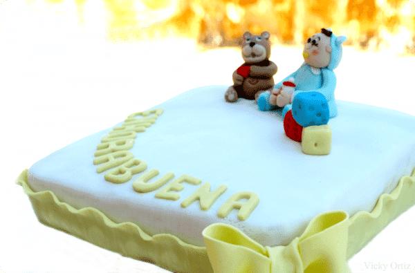 El bizcocho para usar con fondant es el Madera Sponge Cake