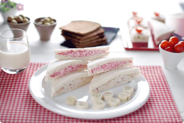 Sandwiches de verano: de salami, de nueces y de mantequilla con ajo y perejil