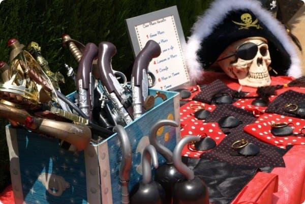 Preparamos nuestra fiesta pirata: gorros, parches, pelucas...