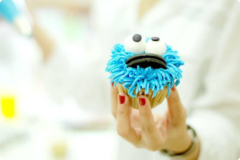 C mo decorar cupcakes paso a paso for Decoracion en cupcakes