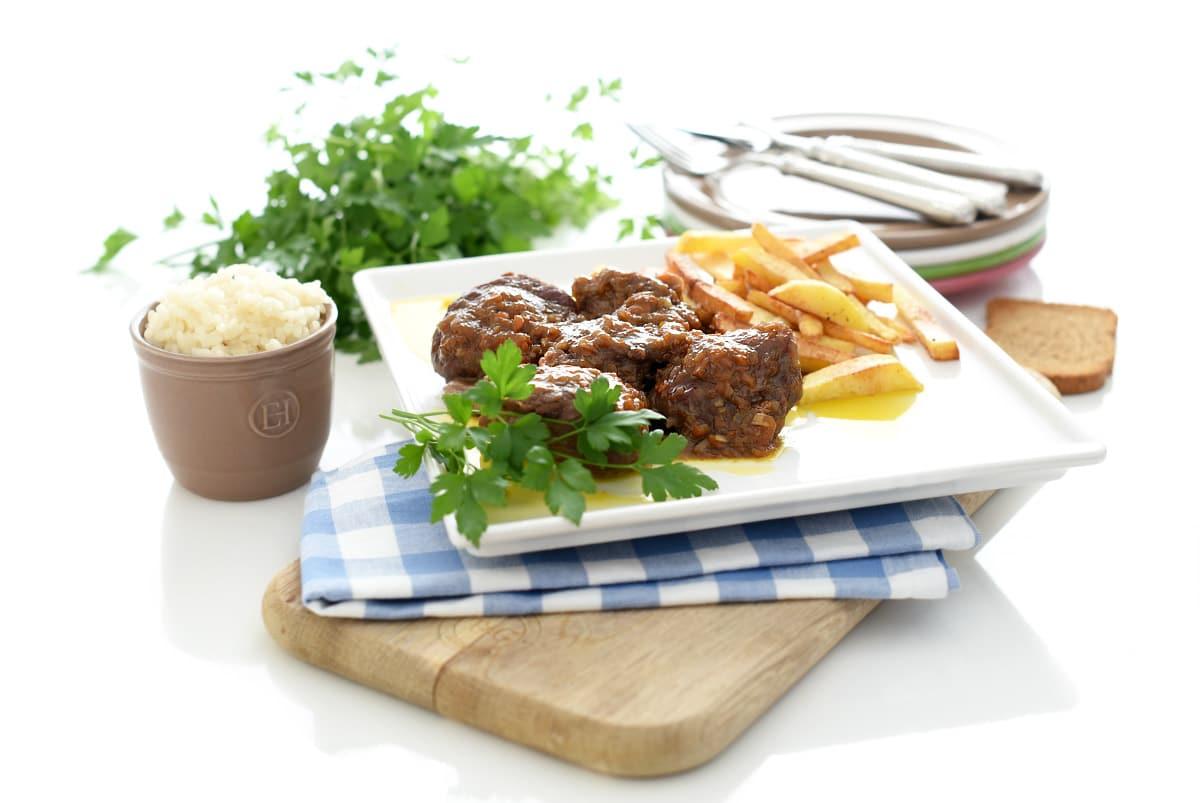 Carrilleras de cerdo estofadas con arroz de guarnición, en Thermomix®