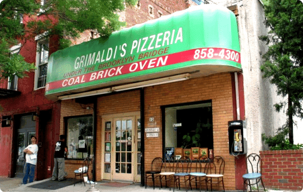 "Grimaldi's pizzeria ""under de Brooklyn bridge"""