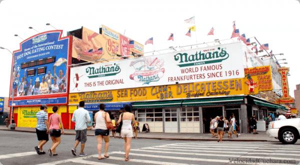 "Nathan´s famous, la ""salchicheria"" más famosa de Coney Island"