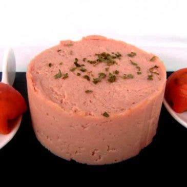 Paté picante de jamón y bombones de salmón