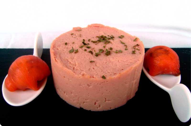 Paté picante de jamón y bombones de salmón rellenos