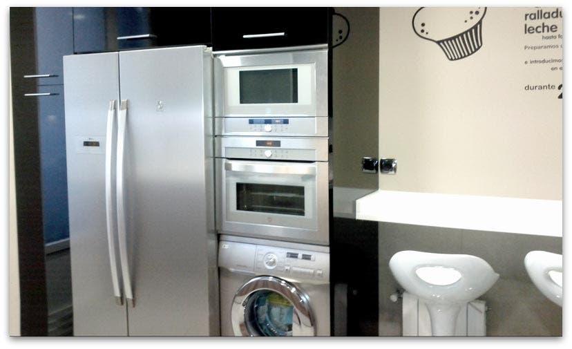 Nuestras cocinas con vinilos divertidos - Microondas encimera ...