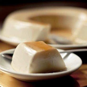 Flan de queso cremoso con caramelo casero