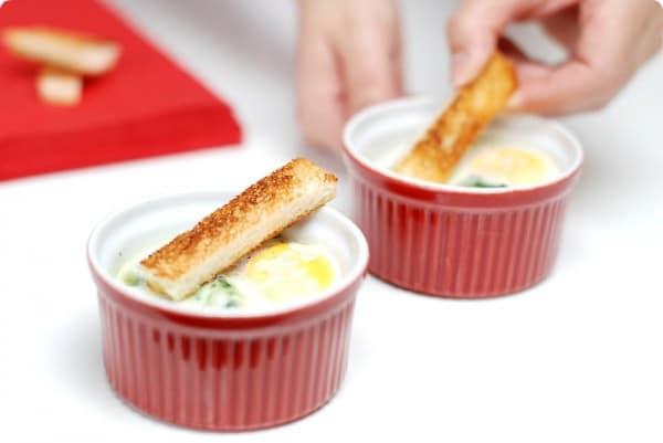 Huevos en cocotte con espinacas en Thermomix