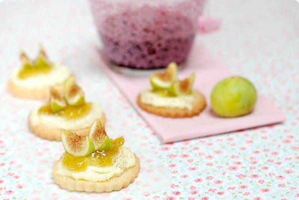 Galletas de mantequilla con higos y mascarpone