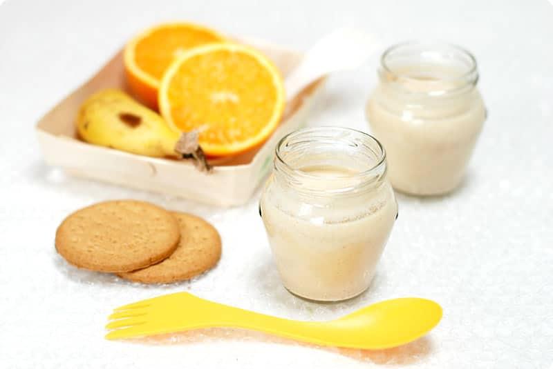 Yogur de platano, naranja y galletas. Absolutamente deliciosos.