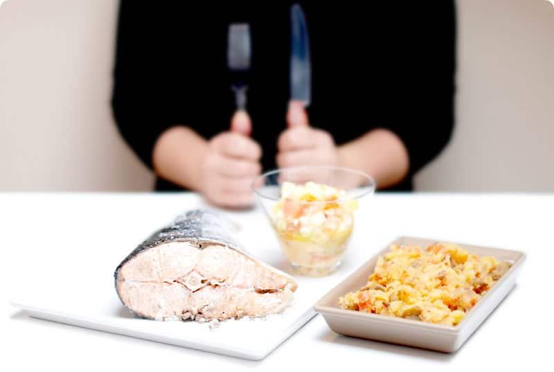 Salmón a la sal con vinagreta y patatas