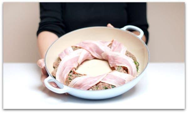Corona de carne con espinacas y arroz de guarnición