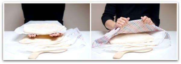 Apila las bases de pizza poniendo entre ellas papel de horno