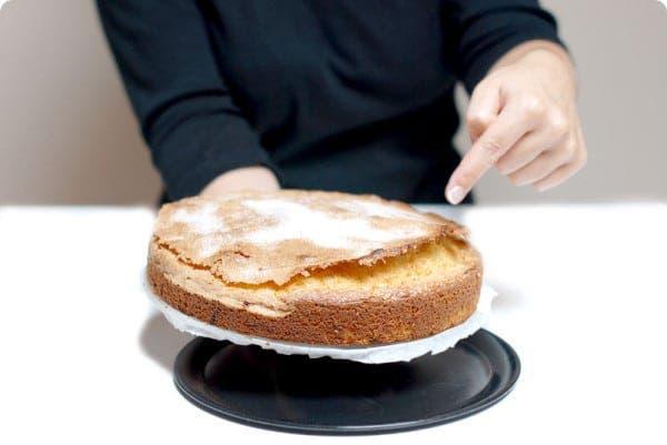 Bizcocho casero de nata con costra de azúcar