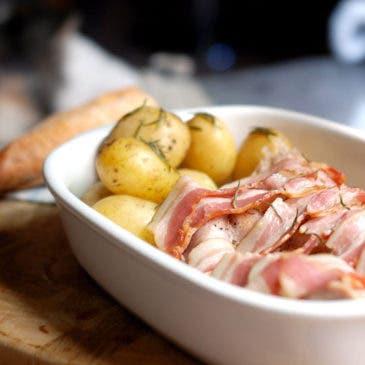 Pavo con bacon y patatas al vapor