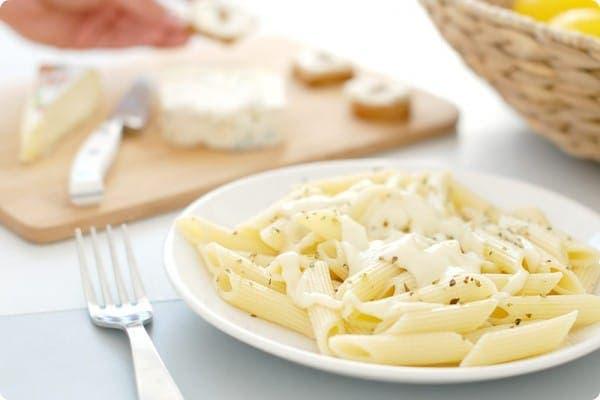 Penne rigate con salsa tres quesos