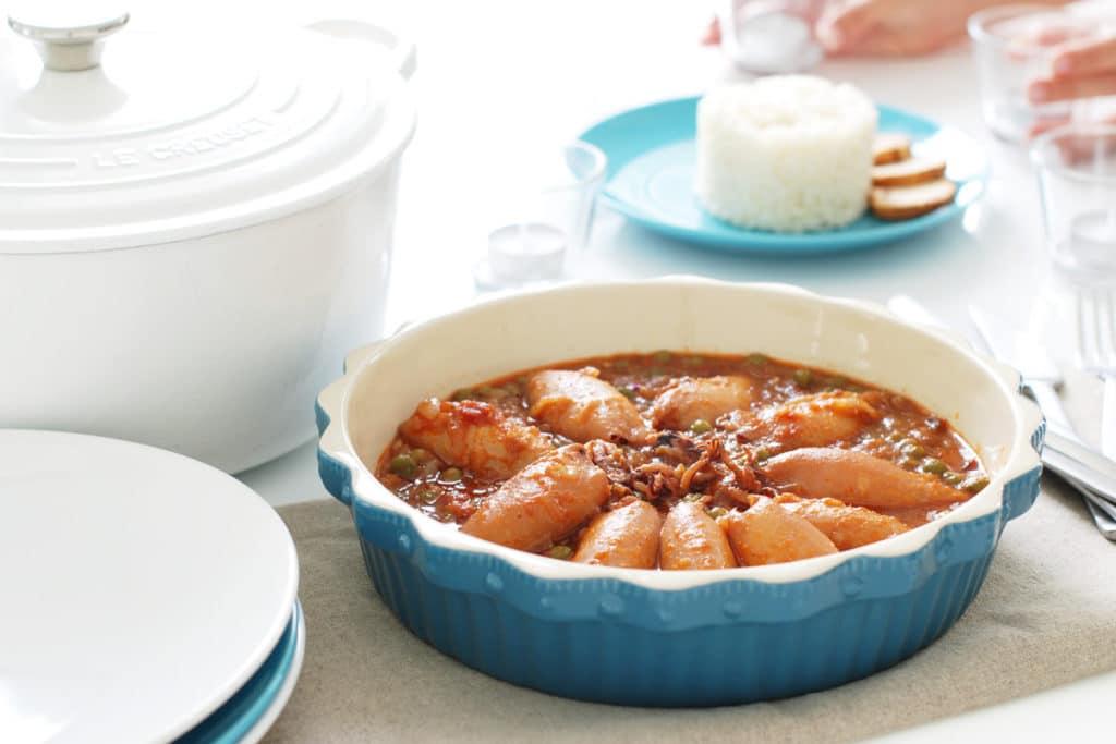 Chipirones en salsa con guisantes y acompañados de arroz de guarnición