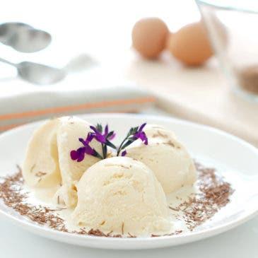 Helado cremoso de nata y yemas, sabor vainilla