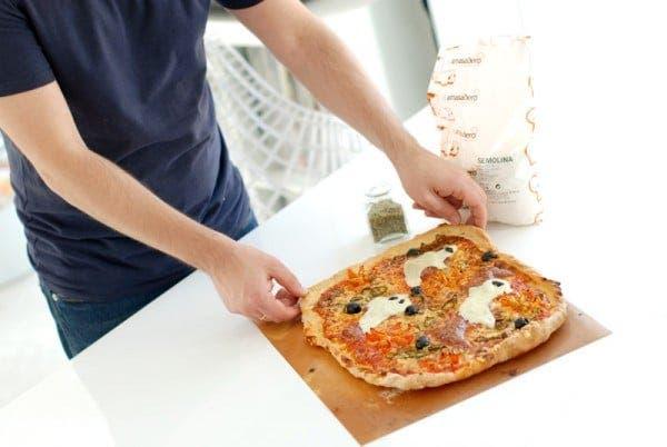 Pizza fantasma horneada
