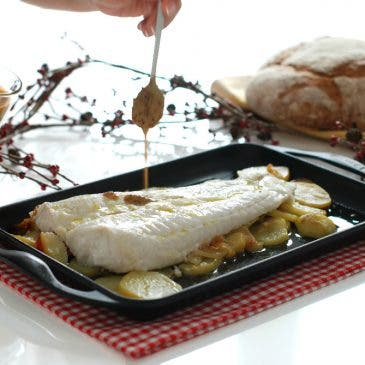 Merluza al horno con patatas confitadas