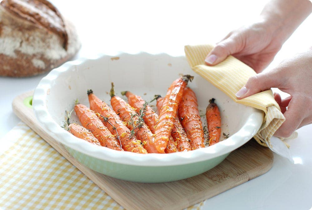 Zanahorias asadas con ralladura de limón y otras hierbas