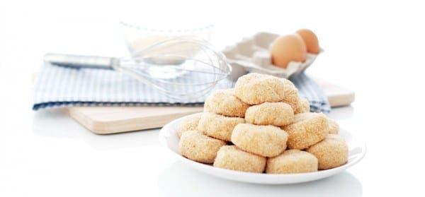 Nuggets antes de freir, con la forma dada y rebozados