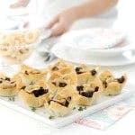 Tartaletas crujiente rellenas de morcilla, con manzana y cebolla caramelizada