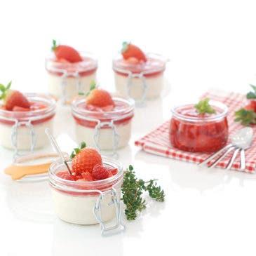 Panna cotta con salsa de frutos rojos
