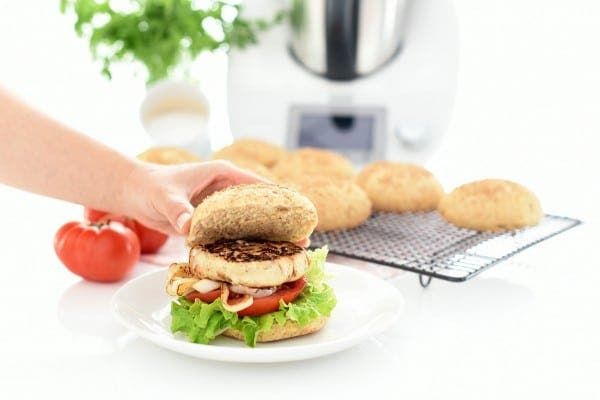 Hamburguesa de pollo, curry y dátiles con Thermomix®