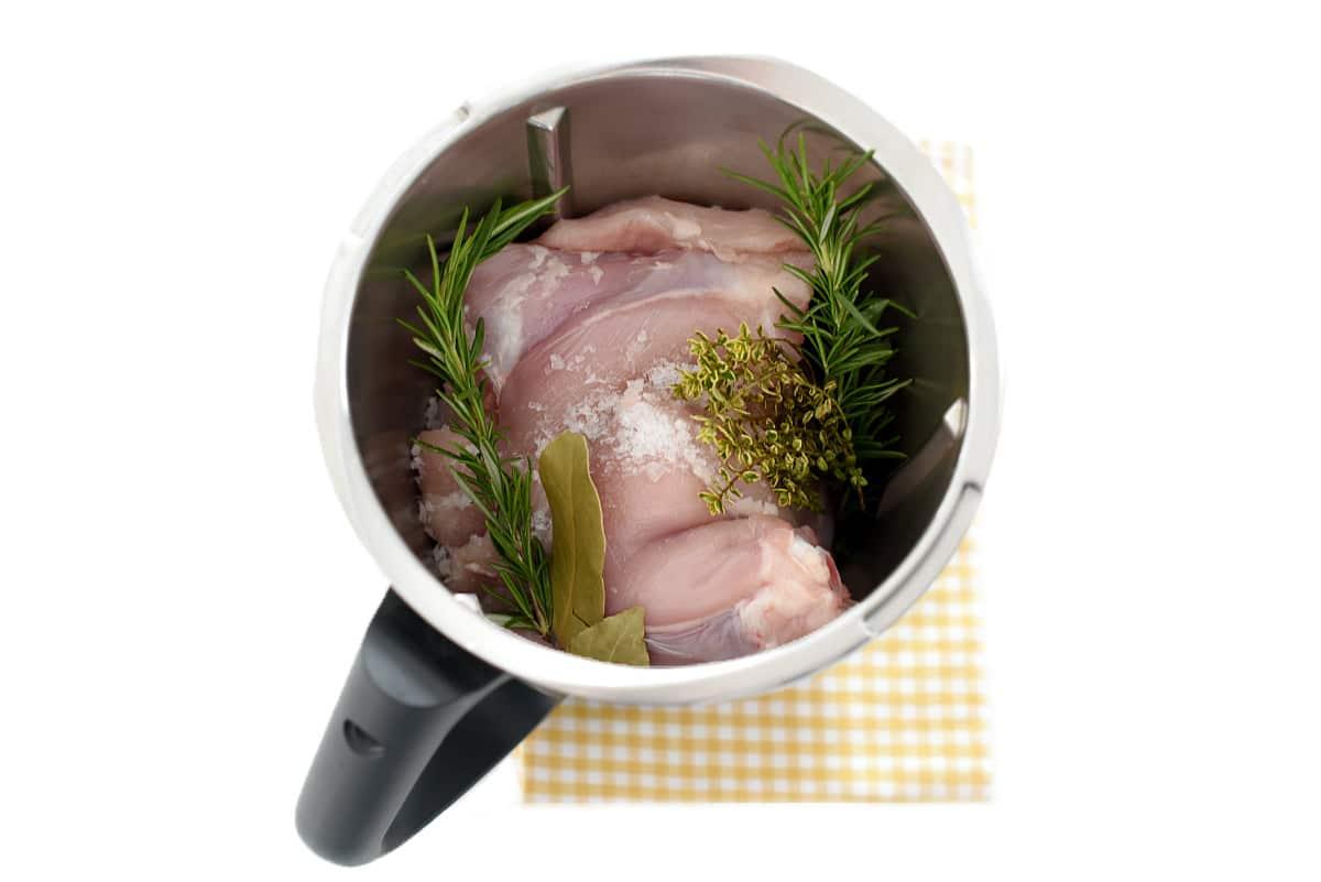 Pollo a las hierbas en el vaso de la Thermomix®
