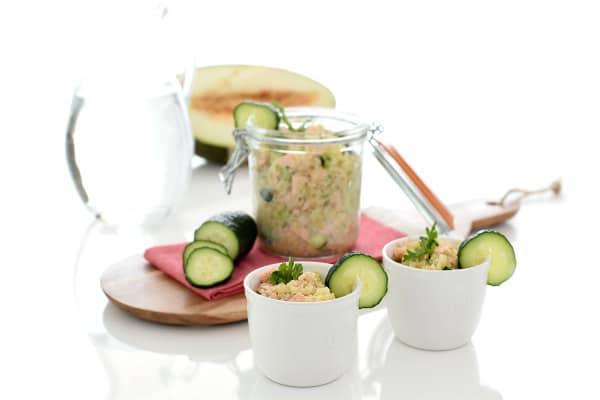 Ensalada de quinoa, salmón y pepino con Thermomix®