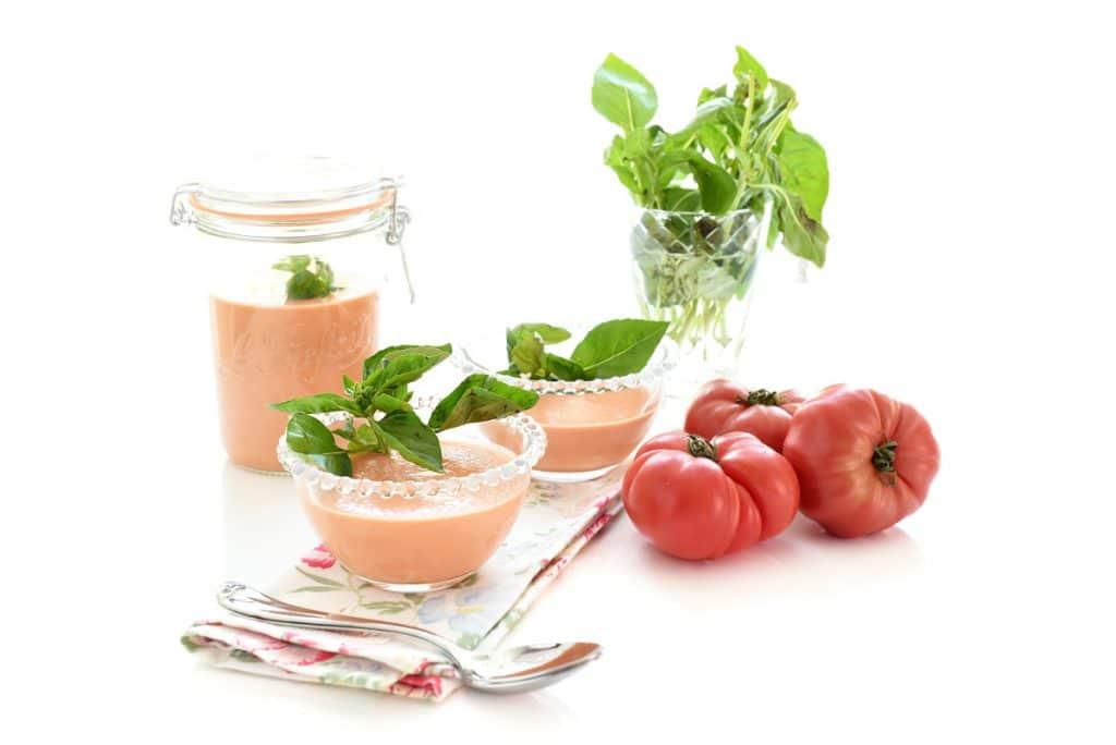 Crema fría de tomates y albahaca
