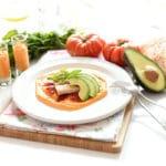 Ensalada de salmorejo, ventresca y pimientos