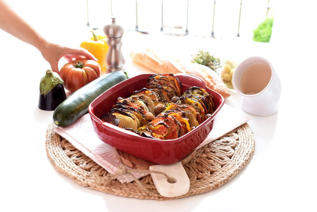 Ratatouille recién horneado, perfecto para tomar solo o acompañar carnes