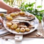 Dorada a la espalda con patatitas portuguesas