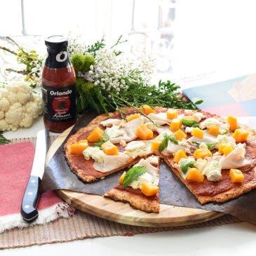 Pizza de coliflor con calabaza, ricotta y pavo